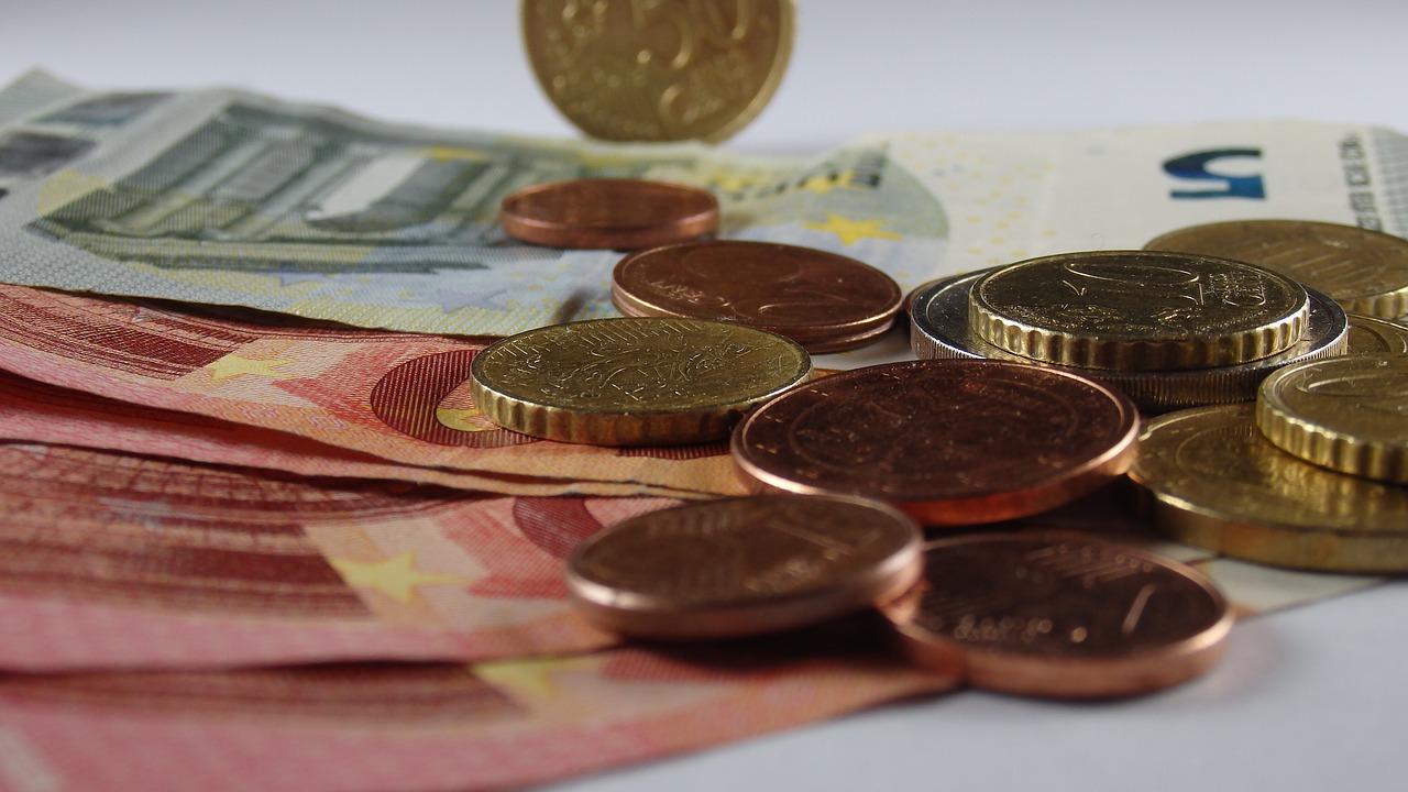money, euros, dollars, coins, munten, contant, money transfer